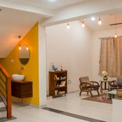 Farmhouse at Igatpuri:  Corridor & hallway by Rawat Design Studio