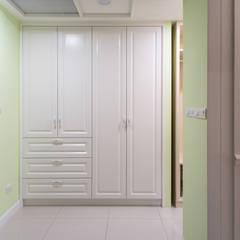 Phòng thay đồ by 松泰室內裝修設計工程有限公司