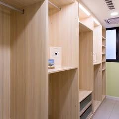 Ruang Ganti by 松泰室內裝修設計工程有限公司