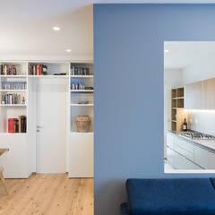 Sala da pranzo cucina: Soggiorno in stile in stile Minimalista di Grippo+Murzi Architetti