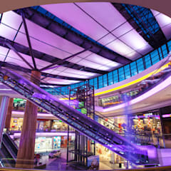 : Centros comerciales de estilo  de Ro Lighting Design