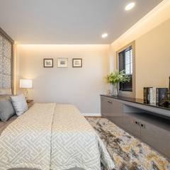 G-Stark Architecture – Beyaz Home: akdeniz tarzı tarz Yatak Odası