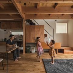 noji house: ALTS DESIGN OFFICEが手掛けたリビングです。