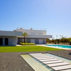 Front yard by Jardíssimo, Modern