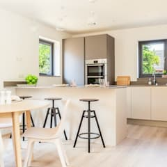 Dry Drayton Show-home: country Kitchen by Sara Slade Interiors