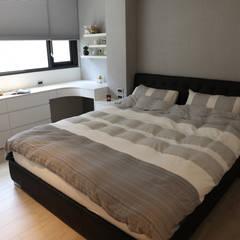 清晨的萊特-老屋翻新變身現代簡約居所:  臥室 by 酒窩設計 Dimple Interior Design