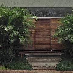 Jardin avant de style  par Raul Hilgert Arquitetura de Exteriores