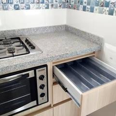 Cubiertero cocina integral: Cocinas integrales de estilo  por Remodelar Proyectos Integrales
