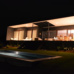 CASA SANFUENTES-MAITENCILLO: Parcelas de agrado de estilo  por AOG, Moderno Compuestos de madera y plástico