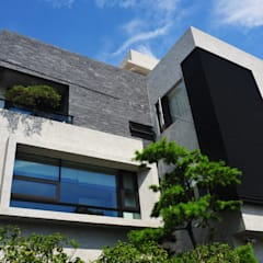 外觀整建     長安 WL House:  房子 by 黃耀德建築師事務所  Adermark Design Studio
