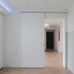 Doors by 홍예디자인,