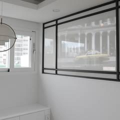 터치 하나로 모든 게 가능한 방배동 25py 스마트하우스: 홍예디자인의  다이닝 룸