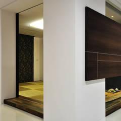 Porte in stile  di 黃耀德建築師事務所  Adermark Design Studio