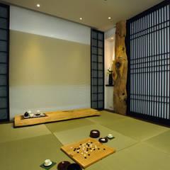 Projekty,  Podłogi zaprojektowane przez 黃耀德建築師事務所  Adermark Design Studio