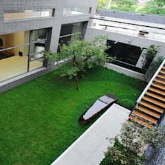 Garden by 黃耀德建築師事務所  Adermark Design Studio