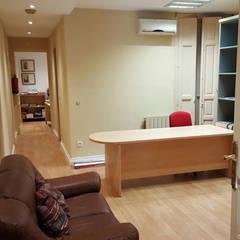 Despacho después,  entrada: Oficinas y Tiendas de estilo  de Almudena Madrid Interiorismo