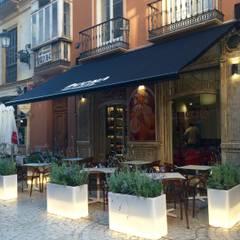 restaurante: Espaços de restauração  por perez ipar arquitectura  e decoração