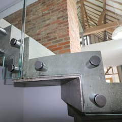 Bolted glass balustrade:  Stairs by Ion Glass