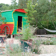 Cabane de jardin originale: Jardin de style  par JARDIN GECKO