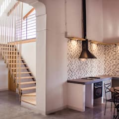 Casa Castell: Cocinas de estilo  de Francisco Pomares