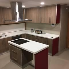 Vista Cocina: Cocinas equipadas de estilo  por Nomade Arquitectura y Construcción spa