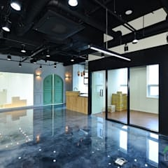 세무회계 사무실인테리어, 부산 명지 상가인테리어 - 노마드디자인: 노마드디자인 / Nomad design의  계단