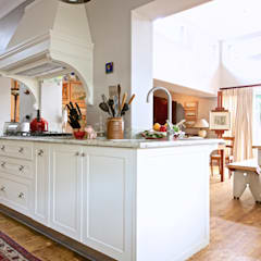 House Ashford:  Kitchen by Oksijen