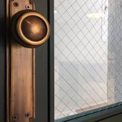 Puertas de madera de estilo  por 범블비디자인