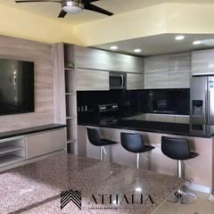 Cocina 2: Cocinas equipadas de estilo  por Athalia cocinas y Carpinteria ,