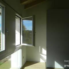 Casa GAIA  (Treviso): Camera da letto in stile  di GRAPHOS_DS