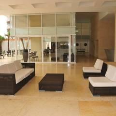 PROYECTO HOTELERIA: Salas de estilo topical por EL MUNDO DEL COJIN