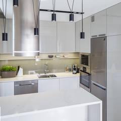 Flat in Warsaw, Poland: styl , w kategorii Kuchnia na wymiar zaprojektowany przez AFormA Architektura wnętrz Anna Fodemska