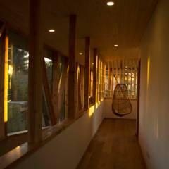 Casa Los Olmos: Estudios y biblioteca de estilo  por PhilippeGameArquitectos