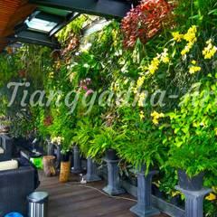 Tukang Taman Vertical Garden: Kolam taman oleh Tukang Taman Surabaya - Tianggadha-art, Modern Aluminium/Seng