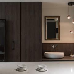 沐暮:  系統廚具 by 詩賦室內設計