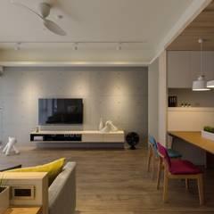 Living room by 詩賦室內設計
