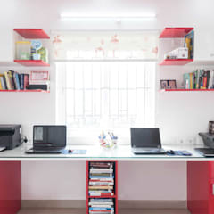 study room:  Study/office by mayu interiors