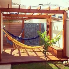 Garden by Vanessa Vosgrau Arquitetura, Country Wood Wood effect