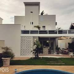 Nova fachada dos fundos: Condomínios  por Vanessa Vosgrau Arquitetura