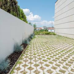 Jardim de Moradia Unifamiliar: Jardins  por Hugo Guimarães Arquitetura Paisagista