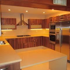 COCINA CLASICA: Cocinas equipadas de estilo  por ORIGINALE CUCINE E ARMADI