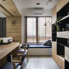 Estudios y oficinas de estilo escandinavo por 詩賦室內設計