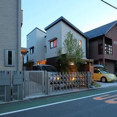 夕方にみた外観: シーズ・アーキスタディオ建築設計室が手掛けた家です。