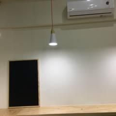 現代風飲料店。大園:  辦公室&店面 by 藝舍室內裝修設計工程有限公司