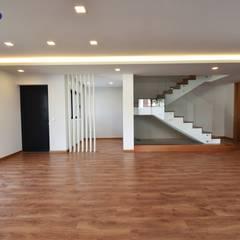Lote 24 : Salas de estar  por Construções e Imobiliária Navio, Lda