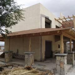 Quinta Providencia: Casas unifamiliares de estilo  por TECTUM Diseño & Construccion
