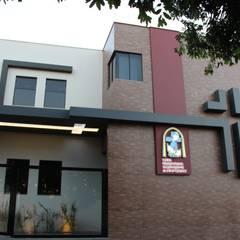Event venues by OFICINA A QUATRO ARQUITETURA E ENGENHARIA, Modern