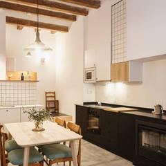 Rehabilitación Casa de Campo: Cocinas de estilo  de Arquivistes Estudi