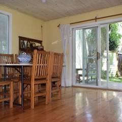 Casa en Victoria, San Fernando Comedores rústicos de 2424 ARQUITECTURA Rústico