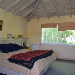 Imagen interior del Dormitorio ppal: Dormitorios de estilo rústico por 2424 ARQUITECTURA